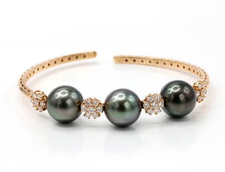 Christmas Jewelry Gift Ideas for Him and Her that Won't Disappoint